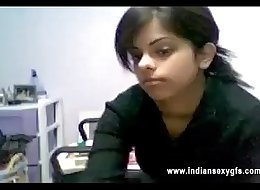 Desi Hot Indian Bhahbi caught Private Webcam Strip Web Live - indiansexygfs.com